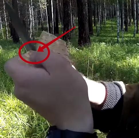 Как сделать ложку в лесу за 1 минуту Бывает такая ситуация в лесу, когда надолго уходишь в лес, вроде бы все взял с собой, но когда наступает время обеда понимаешь, что забыл взять ложку. А я