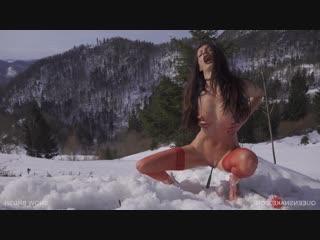 Snow Brush - QS , Queensnake, BDSM, Bondage, Torture, Sadism, Pee, Rubber, Speculum, Whipping