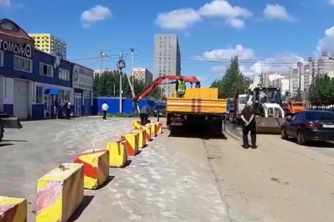 В Дядьково чиновники испортили дорогу, чтобы выгнать арендатора автомойки с муниципальной земли.