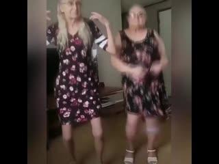 Бабуськи на изоляции