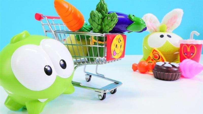 Om Nom sağlıklı beslenmek için market alışverişine gidiyor Dükkan oyunu