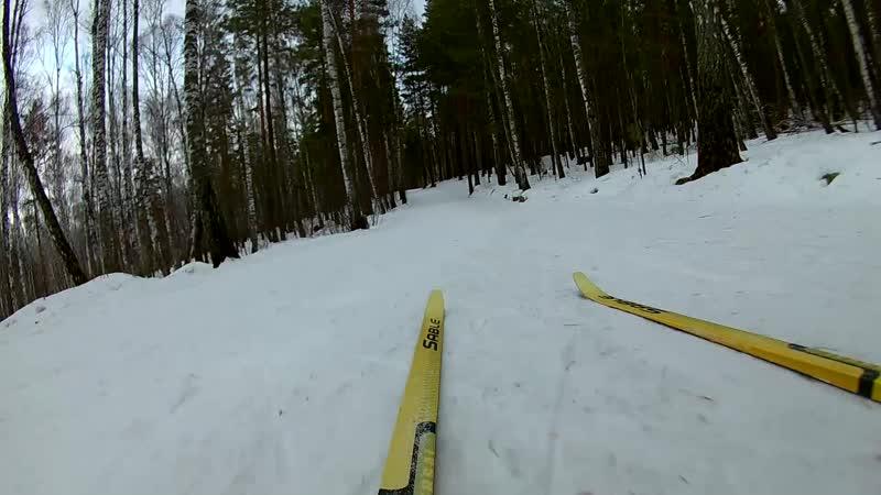 Спуск с горы по грязному льду на беговых лыжах Красноярск Лыжный стадион Ветлужанка Downhill speed ski cross on ice