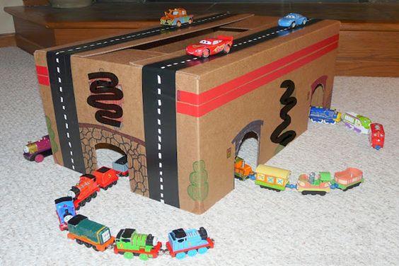 Идеи: Гаражи из картонных коробок. Мальчики будут в восторге!