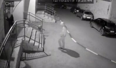 В лифте саратовской многоэтажки эксгибиционист пристал к девушке Инцидент произошел около половины восьмого вечера 12 октября в первом подъезде дома на Кленовой, 7 Заводского района Саратова.