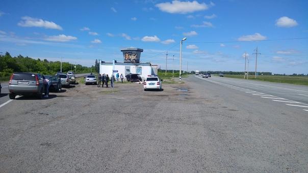 Под Омском мужчина на скорости врезался в бывшее здание ГАИ Сегодня утром Фалькович в очередной раз подтвердил, что из Омска живым не выбраться. Все случилось в 06:25 по московскому времени.