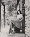 Джинкс Фолкенберг была одной из самых высокооплачиваемых моделей в США во времена Второй мировой войны а затем вместе со своим мужем Тексасом Маккрири стала звездой ток-шоу на радио и телевидении