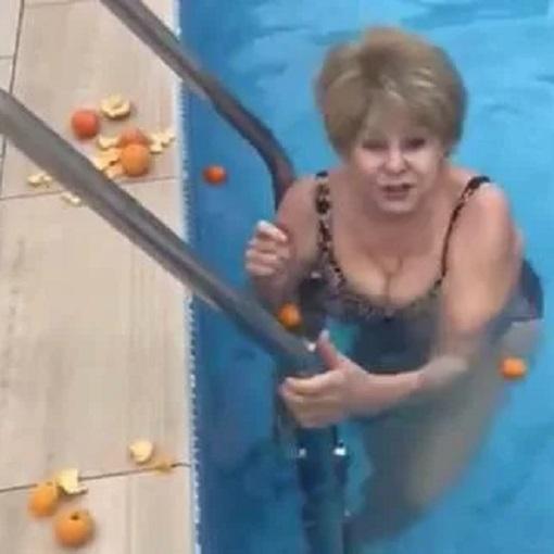 Уехавшая на отдых без молодого жениха Ангелина Вовк похвасталась фигурой в купальнике Телеведущая на новогодний отдых отправилась в Гагры без своего жениха Куницына. Мне нравится, что я делаю
