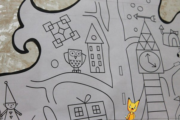 БОЛЬШАЯ ЁЛКА-РАСКРАСКА на СТЕНУ Мы с Лисёнком уже во всю запасаемся новогодним настроем В нашем сказочном ёлочном городе кипит подготовка к Новому году: кто елки везет, кто подарки готовит, кто