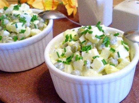 """Салат """"Чайка"""" - вкусный салат из зелёного горошка, свежего огурца, сыра и отварных яиц"""