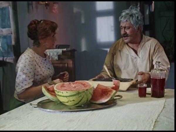 Опять ты мне эту икру поставила Не могу я ее каждый день проклятую есть Хоть бы хлеба достала