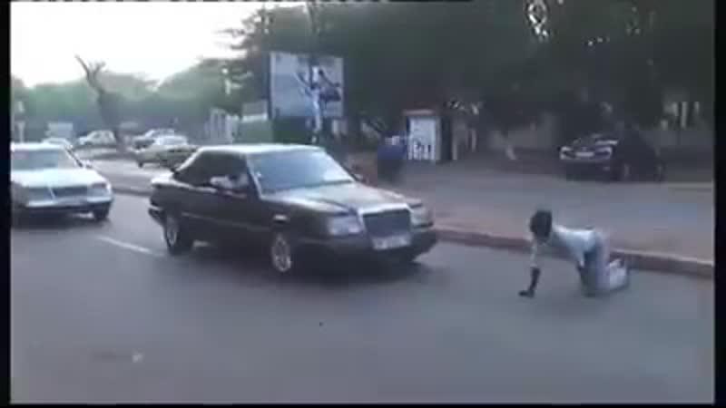 Африканский лайфхак: как перейти дорогу, если светофоров рядом нет
