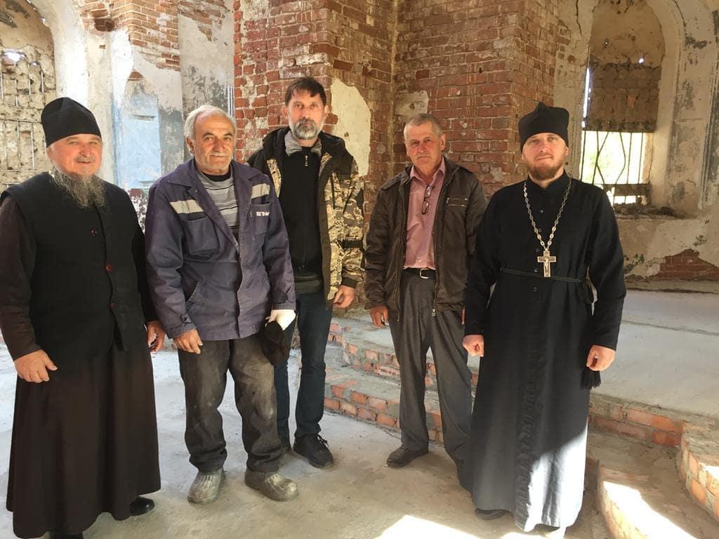 Благочинный иерей Сергий Протасов посетил храм Всех святых села Таволожка Петровского района
