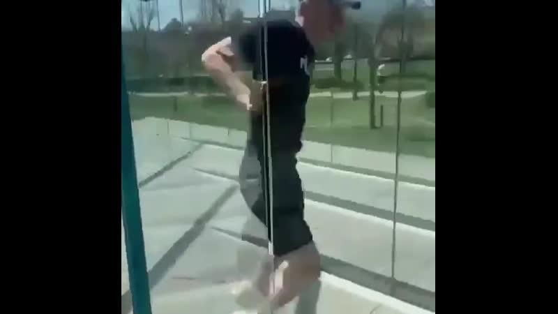 Стеклянный лабиринт Видео прикол