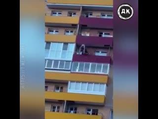 Cотрудник МЧС поймал девушку    Дерзкий Квадрат