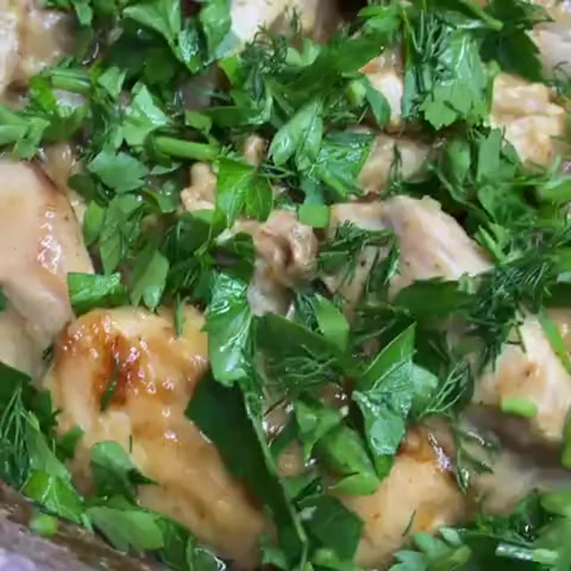 КУРОЧКА «ГЕДЛИБЖЕ» - это курица тушенная в сметанном соусе 🤩Это блюдо является визитной карточкой Кабардинцев и Балкарцев❣️