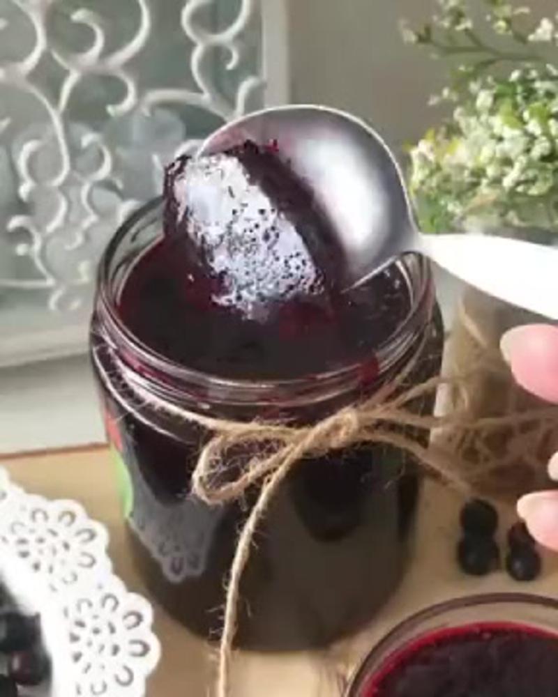 Желе из чёрной смородины за 15 минут