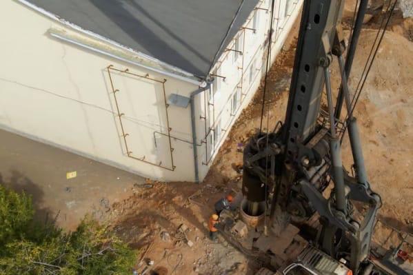Жители Самары обнаружили повреждения на фасаде одн...