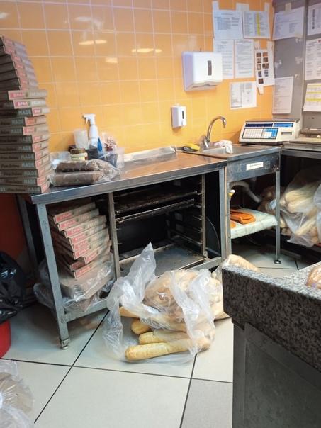 Вот такое отношение к хлебу!!!!Spar ,Тимирязева 3...