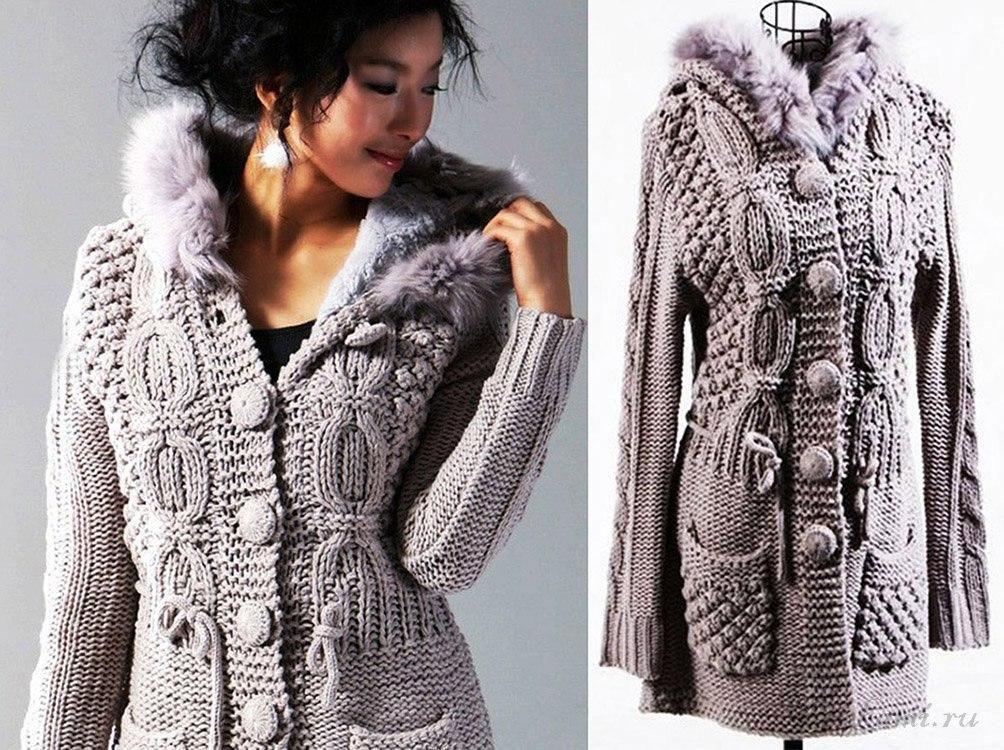 Пальто спицами со жгутами и ежевичной вязкой. Красота в отделке