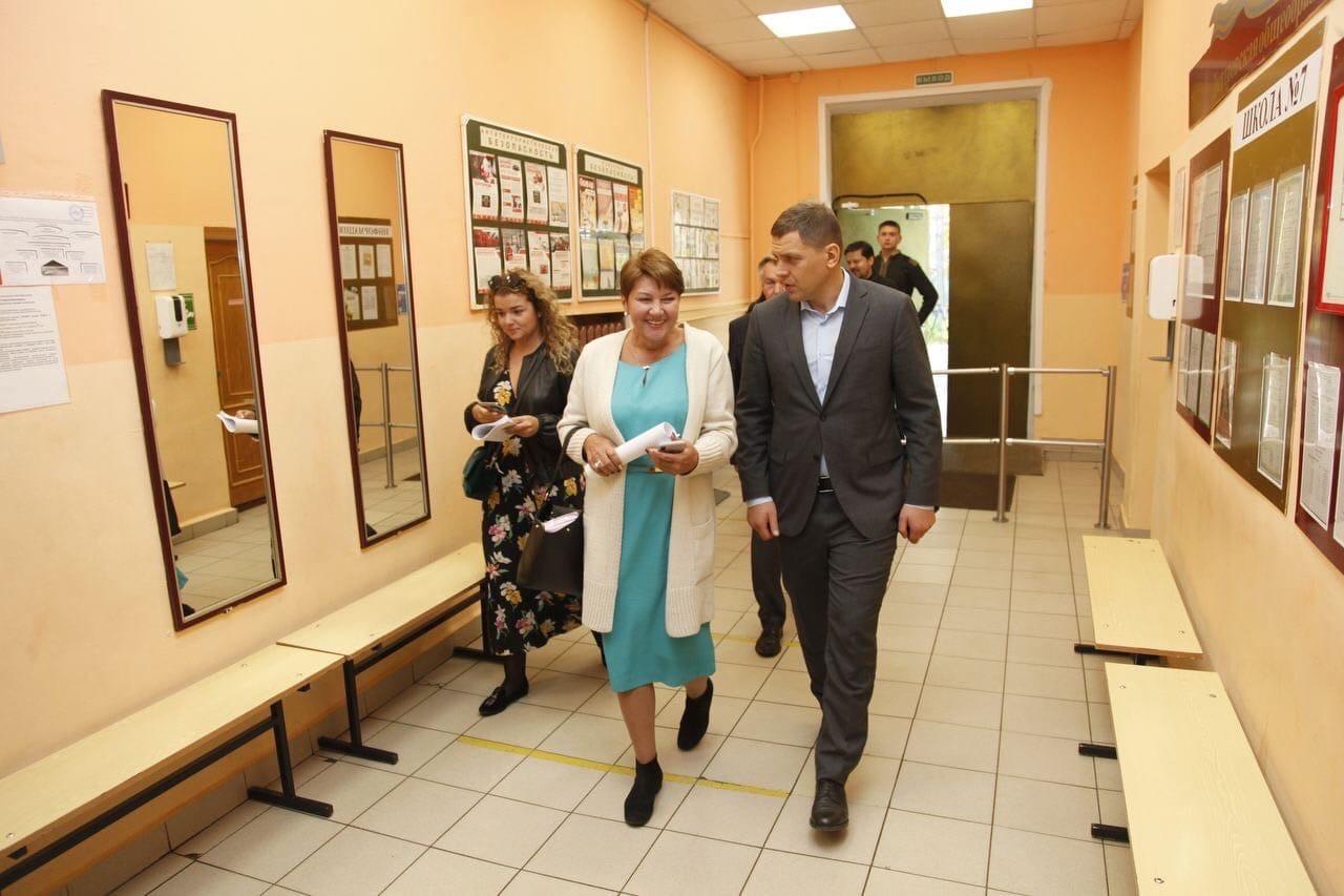 Глава округа Илья Поночевный осмотрел выполненные работы в образовательных учреждениях