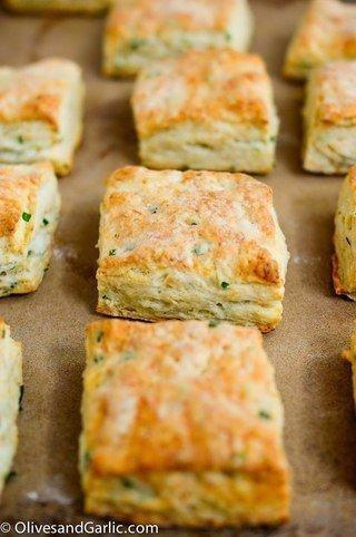 Печенье с сыром и луком.