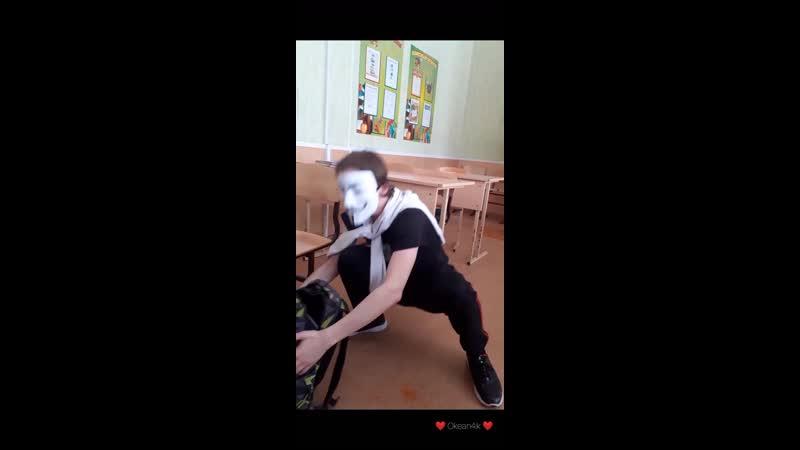 В край ебанутый анонимус похожий на Тро Тро ворвался на танцпол и начал флексить
