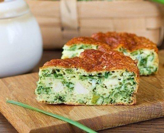 Как же сильно я люблю этот пирог с зеленым луком, курицей и сырной корочкой.