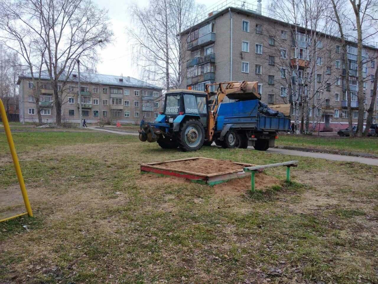 Ул. Широнинцев, 13. Вывоз мусора после субботника
