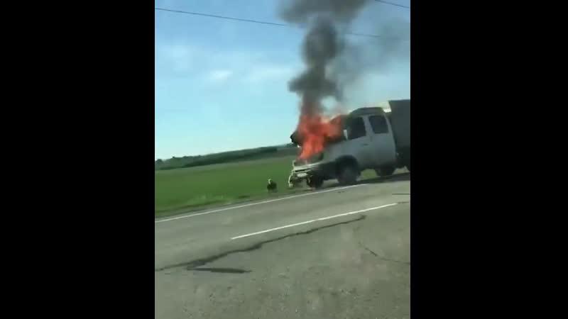 Автомобиль загорелся на алтайской трассе Видео Катунь 24