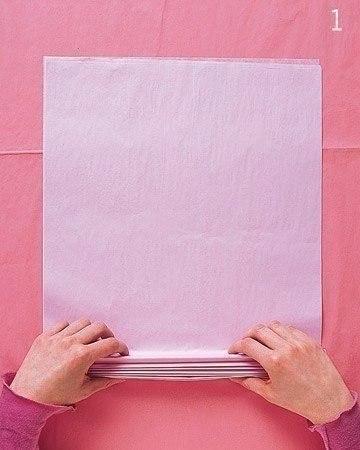 Бумажные помпоны для создания праздничной атмосферы.