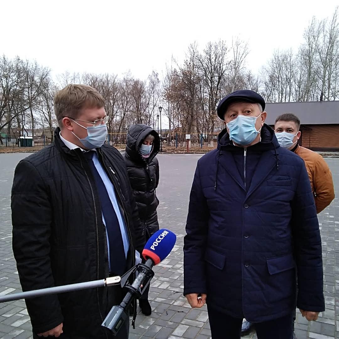 В горпарке Петровска Валерий Радаев проконтролировал ход выполнения ремонтных работ в рамках проекта «Формирование комфортной городской среды»
